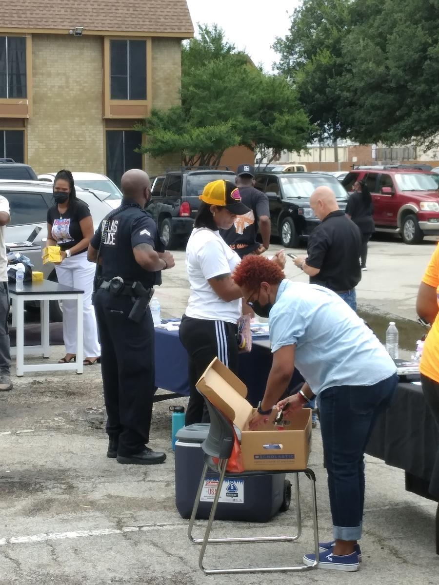 Dallas Texas Police Joins Back 2 School Drive …